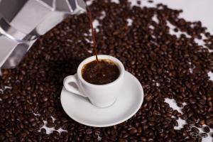 The art of making coffee. Lukas.b0 on Flikr. https://www.flickr.com/photos/lukas_photo/22741658824