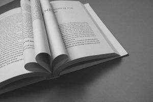 book-912726_1920