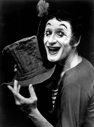 """Marcel Marceau - 1974"" by press photo - ebay. Licensed under Public Domain via Commons."