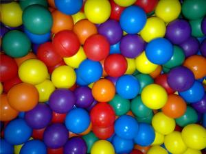 Toy_balls_with_different_Colors