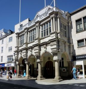 Exeter High Street, GuildhallBy Franzfoto - Own work, CC BY-SA 3.0, Link