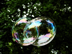 Merging bubbles. Charlie Reece on Flikr. https://www.flickr.com/photos/charliereece/777487250