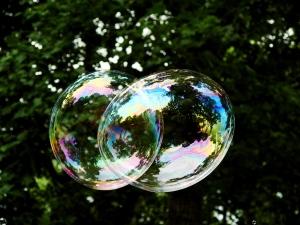 Merging bubbles. Charlie Reece on Flikr. https://www.flickr.com/photos/charliereece/777487250